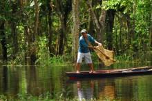 025 Amazzonia.Le reti dei pescatori